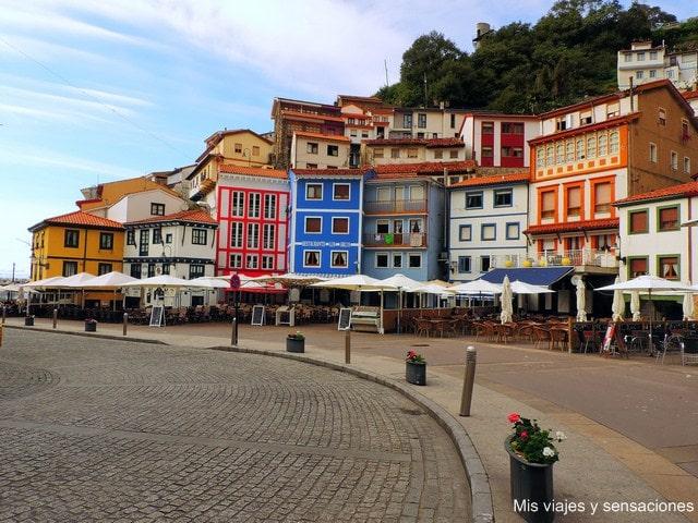 Casas de colores en la villa marinera de Cudillero, Asturias