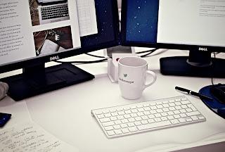 Taza en el puesto de trabajo: una actitud eco
