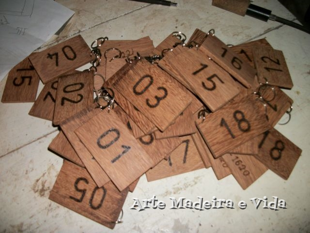 chaveiro madeira