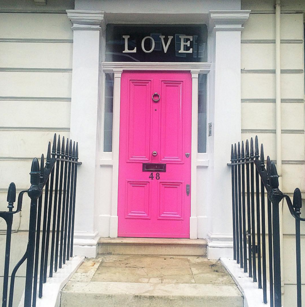 london-chelsea-pink-door-white-building