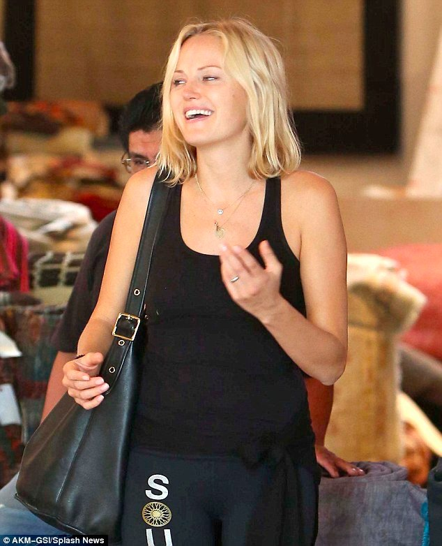 Malin Akerman, Pregnant: Apparently - baby bump chic