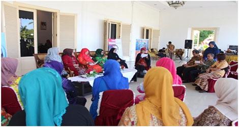 Ny. Nevi Irwan Prayitno :hari karti Talkshow bersama RRI