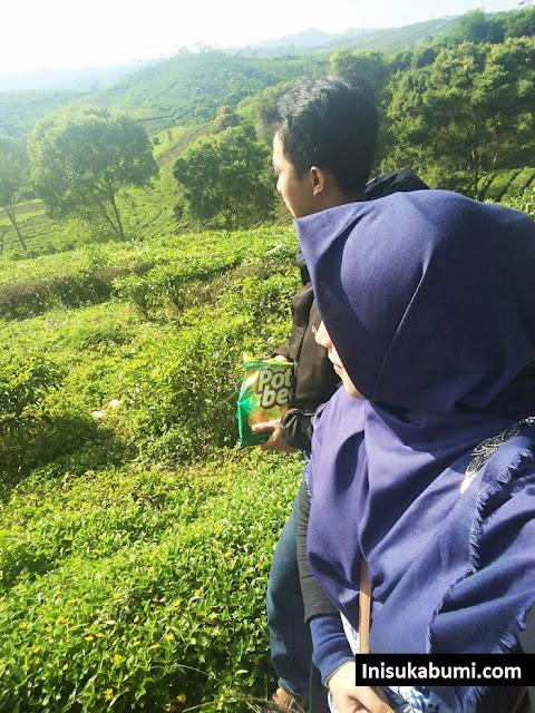 Menikmati kebun teh di Kecamatan Takokak itu sungguh luarbiasa, apalagi dengan istri tercinta