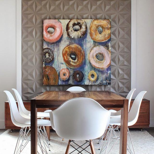 Fofura do Dia: Quadro de Donuts na sala de jantar. Blog Achados de Decoração