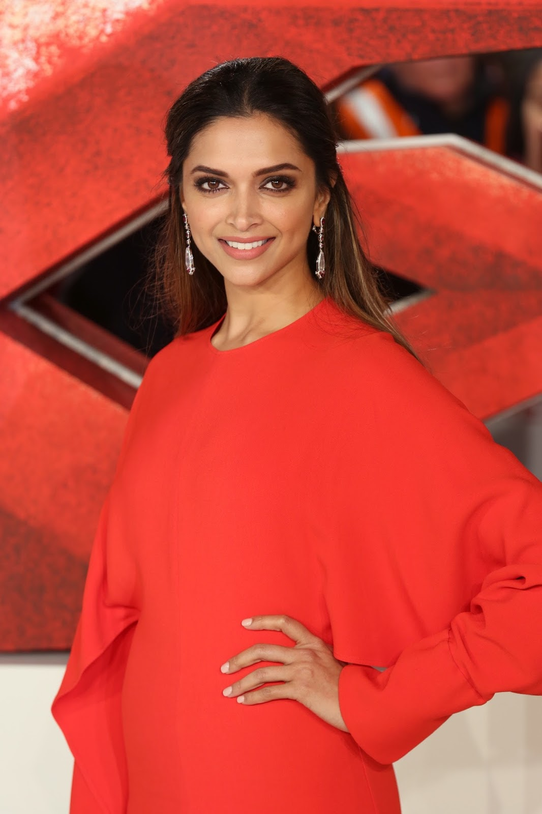 Deepika Padukone Looks Stunning In Red Dress At The ...