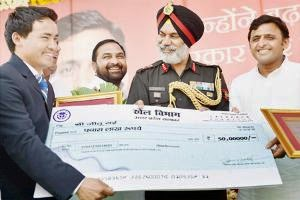 Jitu Rai recieved cash award of Rs one crore from UP government