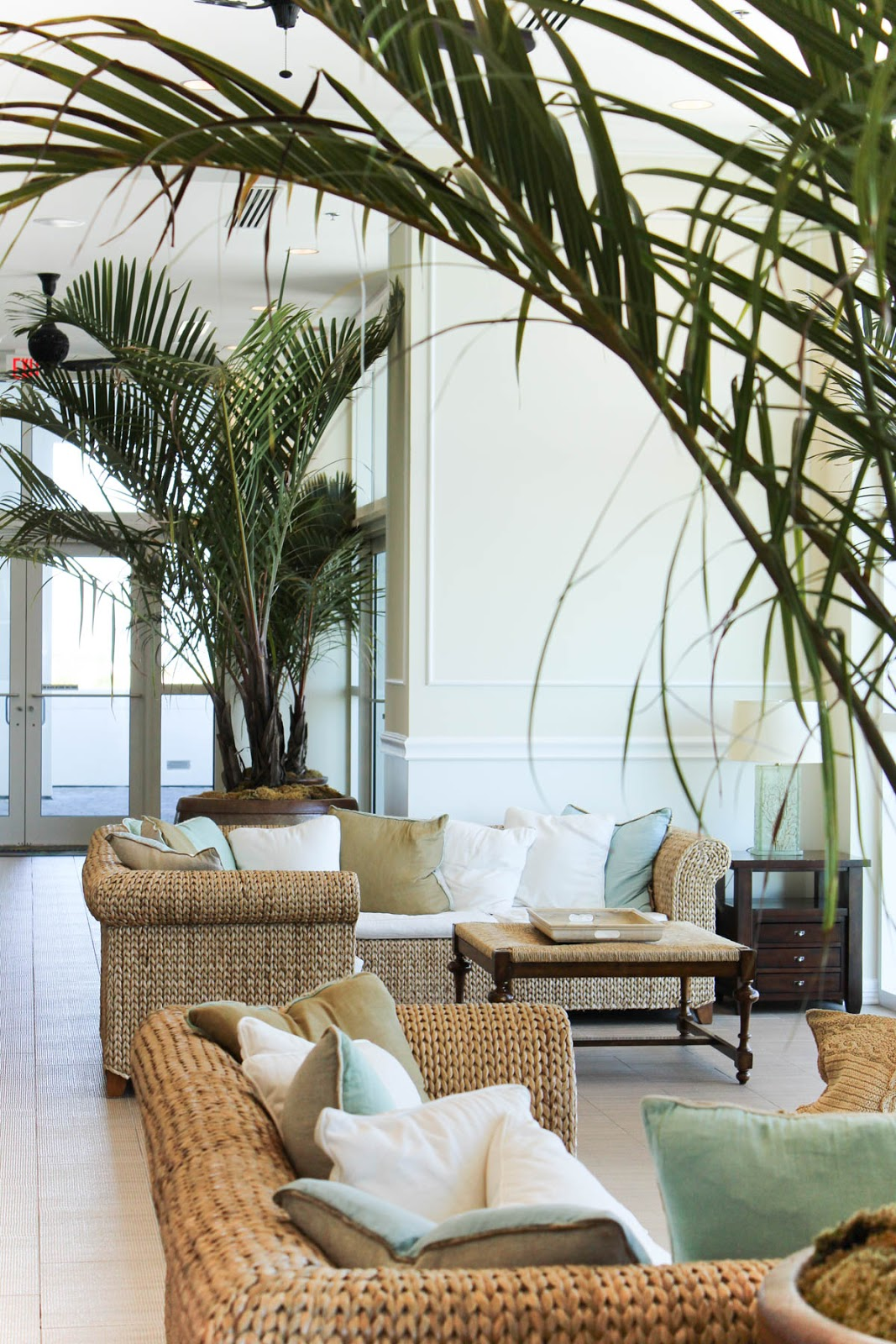Margaritaville outdoor decor cozy home design for Margaritaville hotel decor