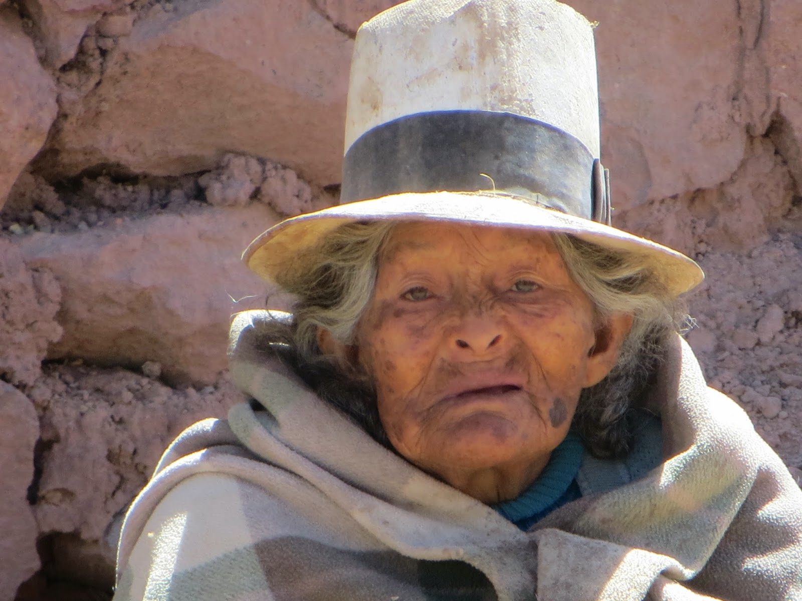 eldre kvinne med lue