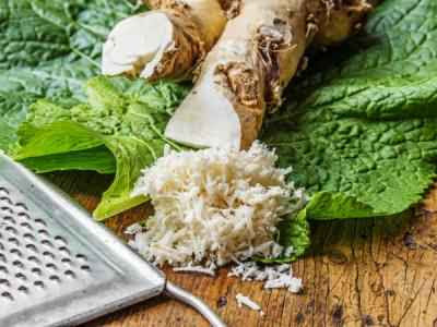 Nutritional value of horseradish lies in the high content of vitamin C, vitamin B1, B2, B6, abundant iron, magnesium, potassium and phosphorus.