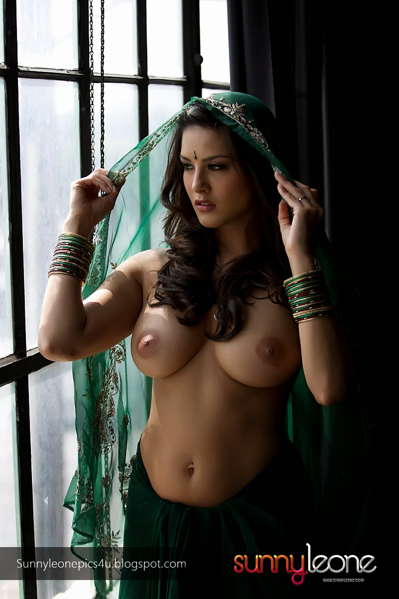 Sunny Leone Strips Her Transparent Green Saree-7026