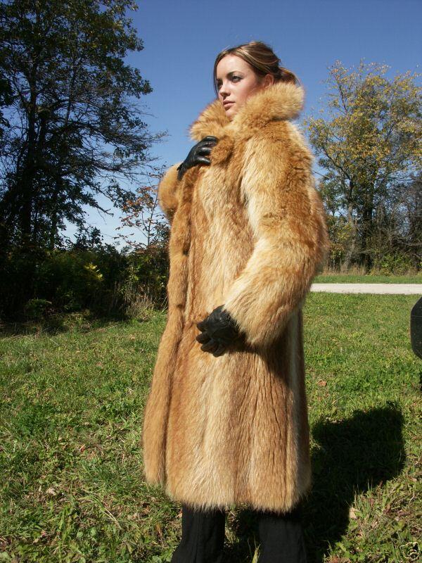 LAFOURRURE2: Vintage fur coats
