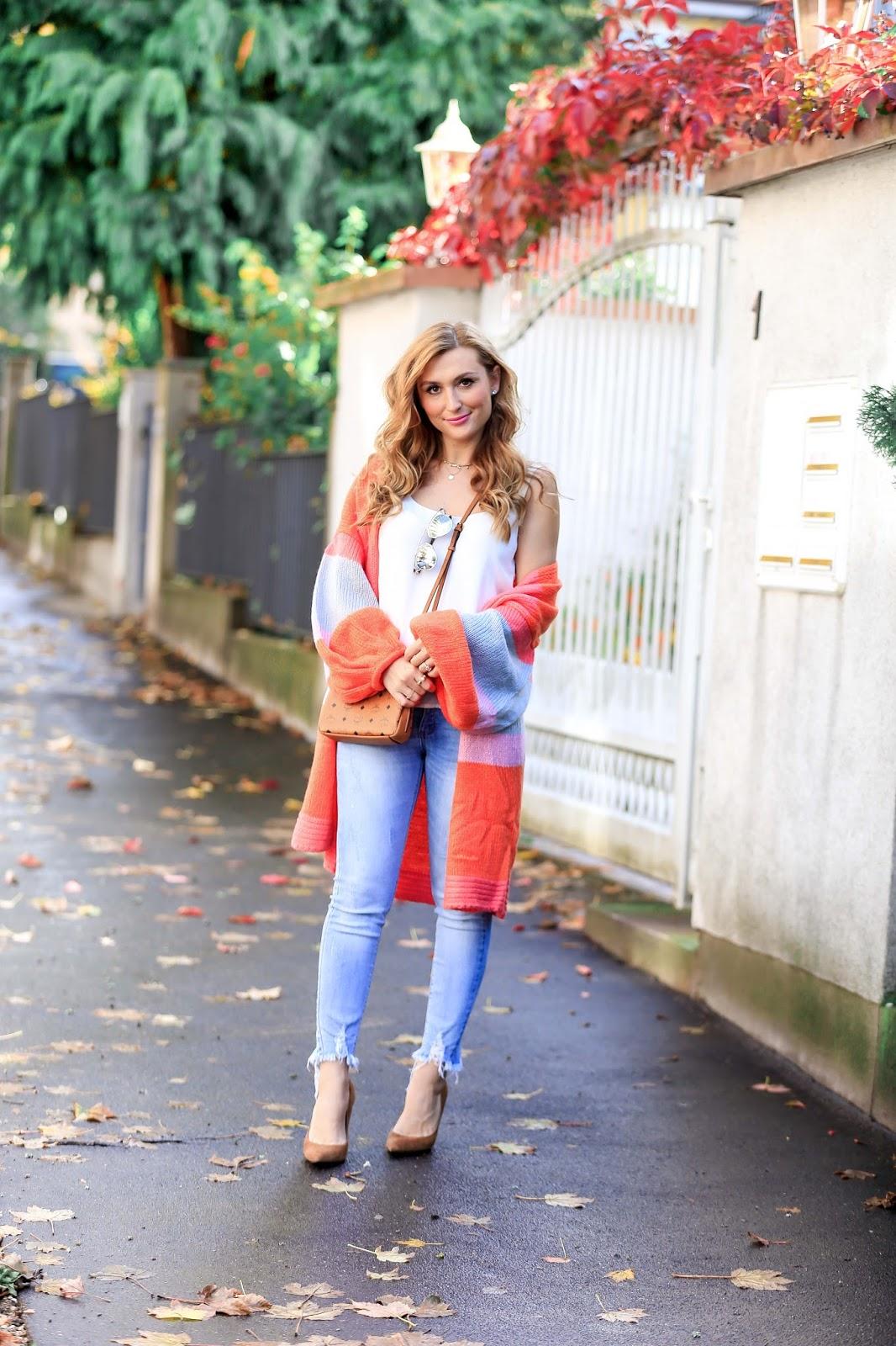 Mein Perfekter Herbstlook Mit Einem Bunten Cardigan