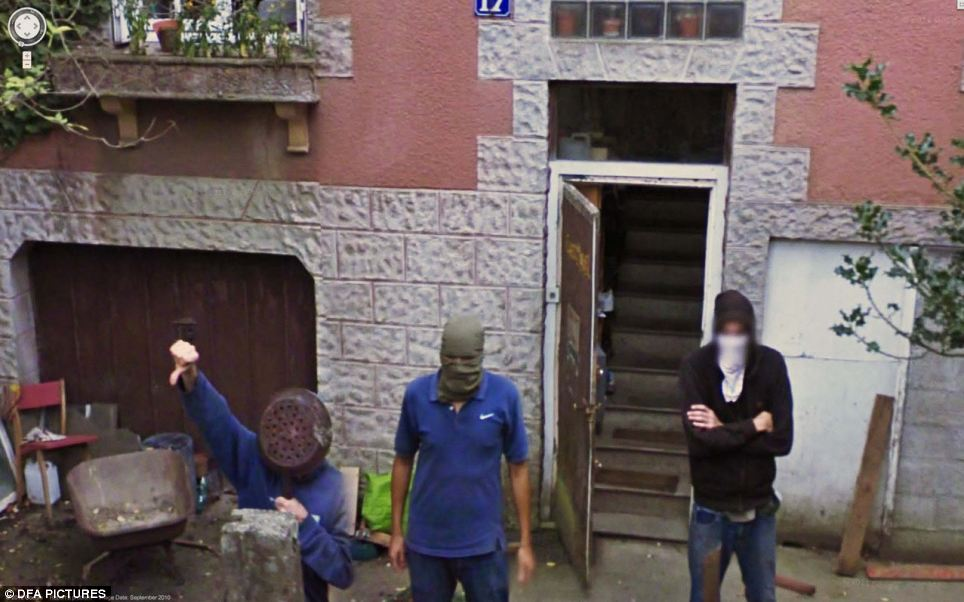 Unusual Images On Google Street View (40 Pics)