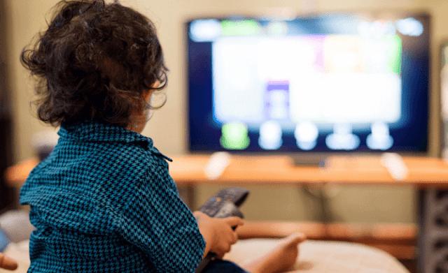 bebeklerin-tv-izlemesi-için-2-yıl-gerekli