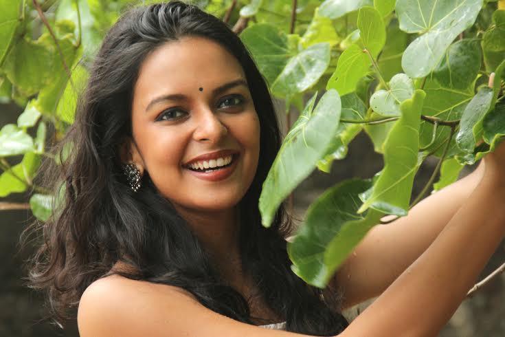Model Komal Jha Hot Photoshoot - Sab Ka Mann