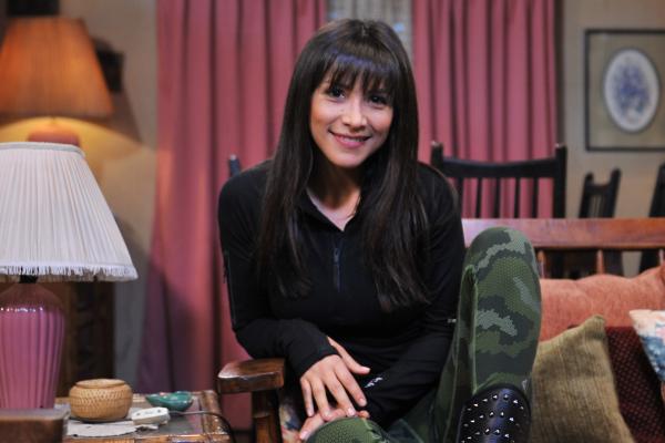 """Canal 13 Transmite Esta Noche Nacimiento De La Hija De: Teleseries.cl: Loreto Aravena Se Despide De """"Los 80"""