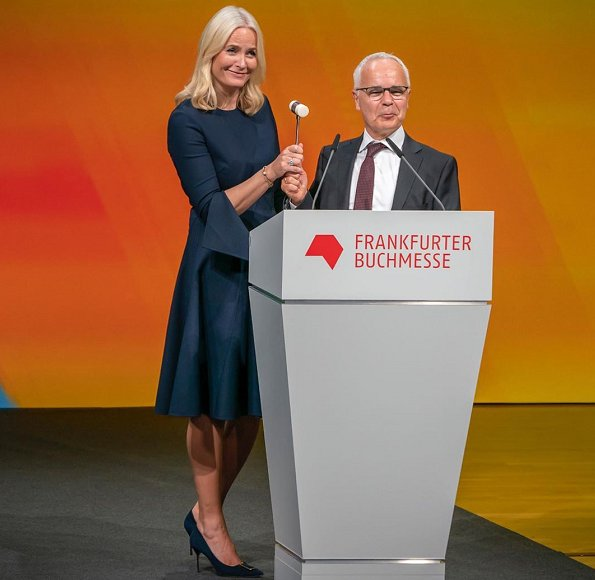 Crown Princess Mette-Marit wore a split-sleeve midi dress by Oscar de la Renta. Prada pumps