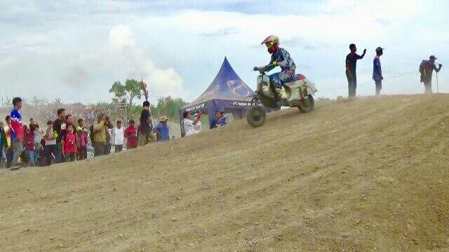 Vespa Ikuti Kejuaraan Motor Cross dan Grass Track di Soppeng