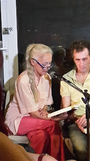 Η Μαρία Αλιφέρη διαβάζει απόσπασμα από το βιβλίο
