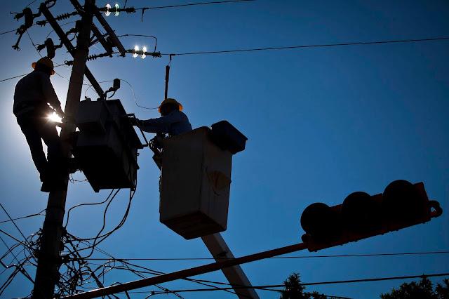 Pese a las lluvias torrenciales, Gobierno dice que aumentará la tarifa de electricidad por las sequías