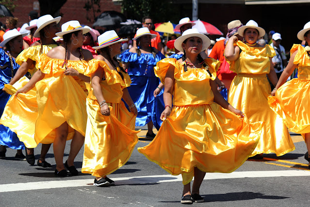 foto de grupo femenino de danza  folclorica y popular  ecuatoriana en Queens NY.