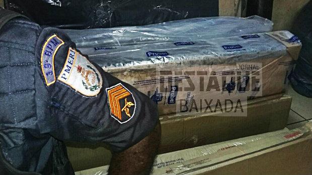 Polícia recupera carga roubada de móveis em Belford Roxo