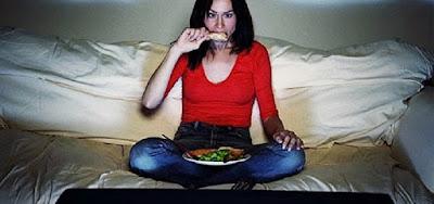 Hindari Makan-Makanan Berat Ini Jika Tengah Malam