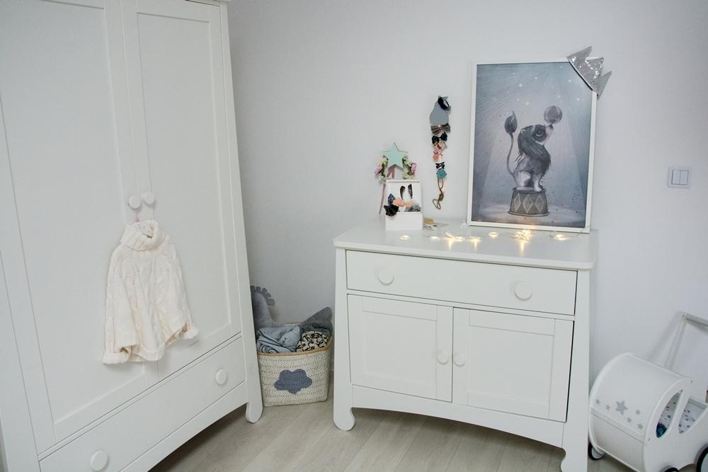 biały pokój dla dziecka