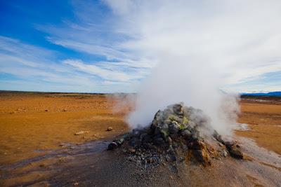 Humo del subsuelo proveniente de las calderas de Askja