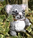 http://translate.googleusercontent.com/translate_c?depth=1&hl=es&rurl=translate.google.es&sl=en&tl=es&u=http://bitsandbobblesblog.blogspot.co.uk/2013/03/crochet-pocket-pets-chick-bunny-cat.html&usg=ALkJrhjejb81HOj3BMepFcwJtHpvguii-Q
