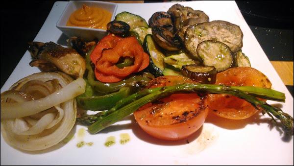 Parrillada de verduras con salsa romesco Restaurante La Chulapa de Alcalá