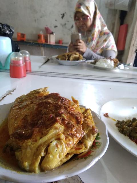 kuliner dekat house of sampoerna