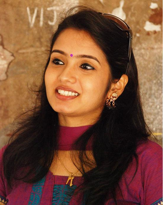 Srithika Photo Gallery,Nadhaswaram Serial Actress Malar ...