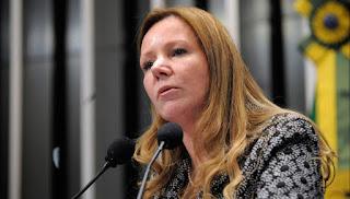 Senadora comunista cria projeto de lei que pode proibir whatsapp de funcionar no Brasil