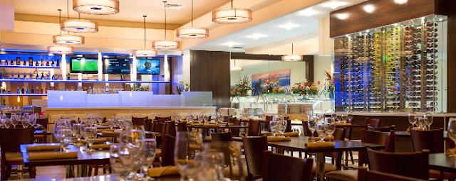 Interior do restaurante brasileiro Gilson's em Orlando