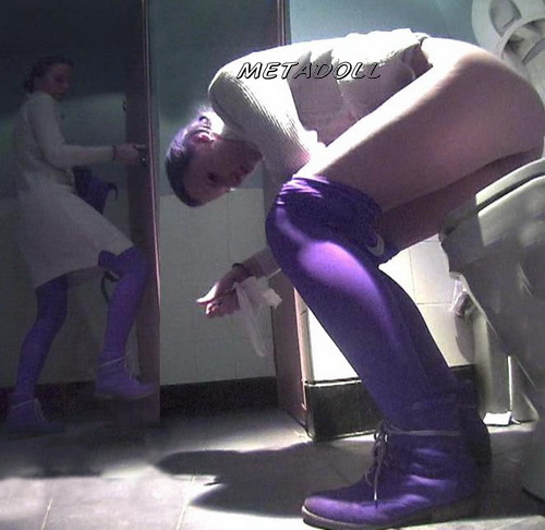College girls pissing in a fast food toilet - hidden camera (Fast Food Toilet 11)