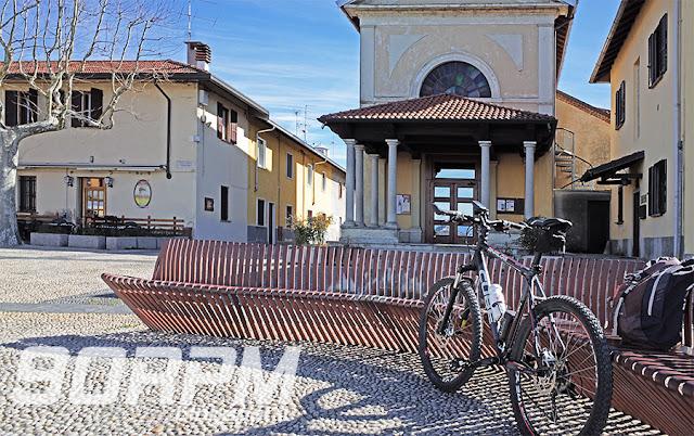 La piazza Parravicino a Tornavento, su cui si apre la parrocchiale di Sant'Eugenio, è stata ristrutturata nel 1997 e vi è stato edificato un belvedere dal quale è possibile ammirare gli innumerevoli corsi d'acqua che rigano il territorio.