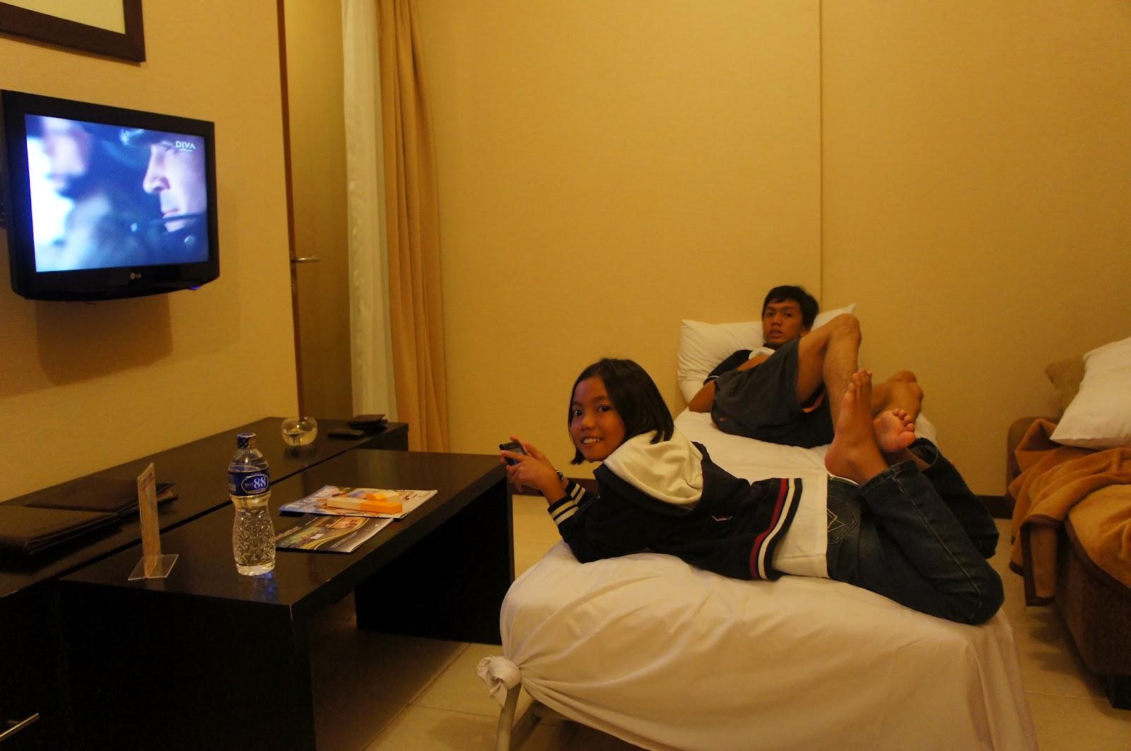 Ni Lah Bilik Kami Kat Living Room Yang Comel Lote Tu Situlah Tengok Tv Hakim Tidur Dan Sebelah Belakang Ada Small Kitchen Alah Dapur Pun