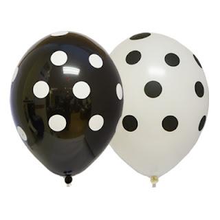 воздушный шарик в черно-белый горошек