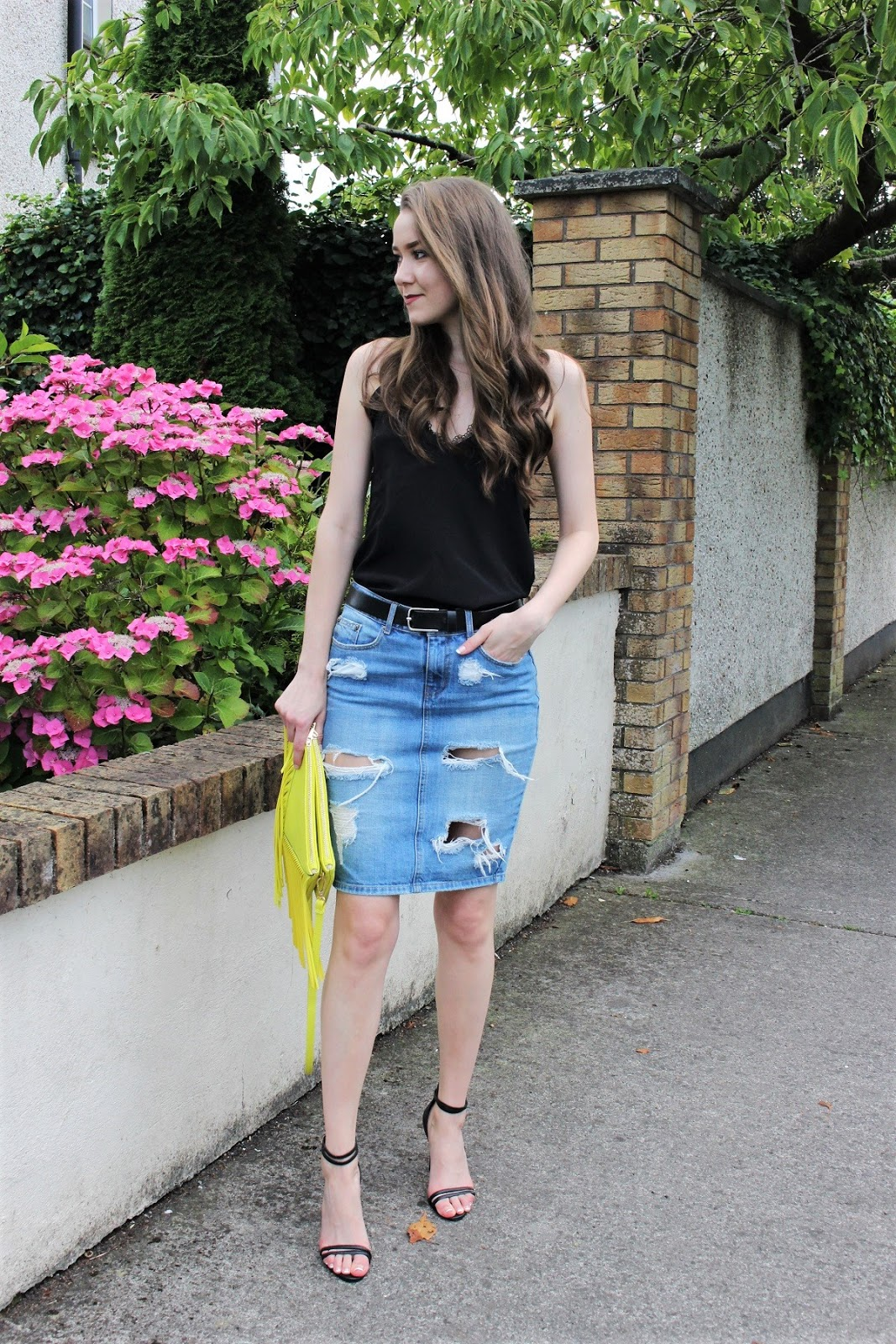 how to wear denim skirt