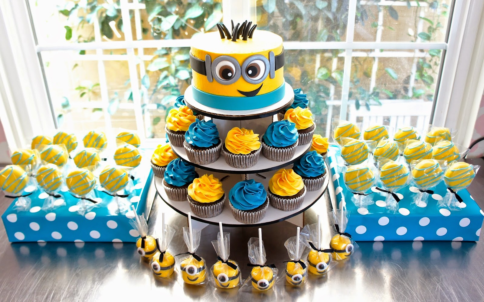 MINION DESSERT TABLE