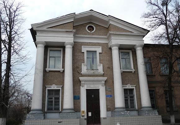 Слов'янськ. Колишня жіноча гімназія. Факультет ДДПУ