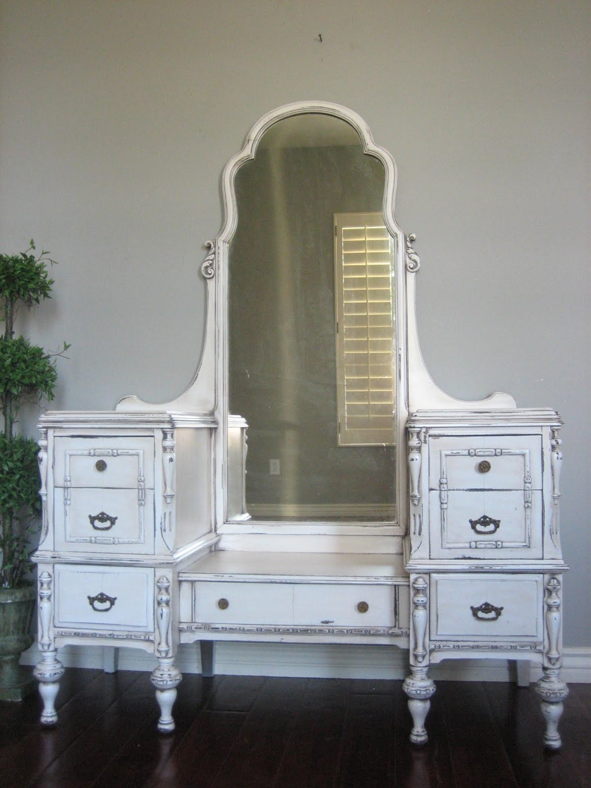 European Paint Finishes Antiqued Ivory Dressing Vanity