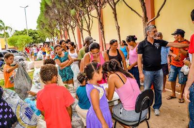 Resultado de imagem para foto da troca de matrial reciclado por material escolar em carnaubais