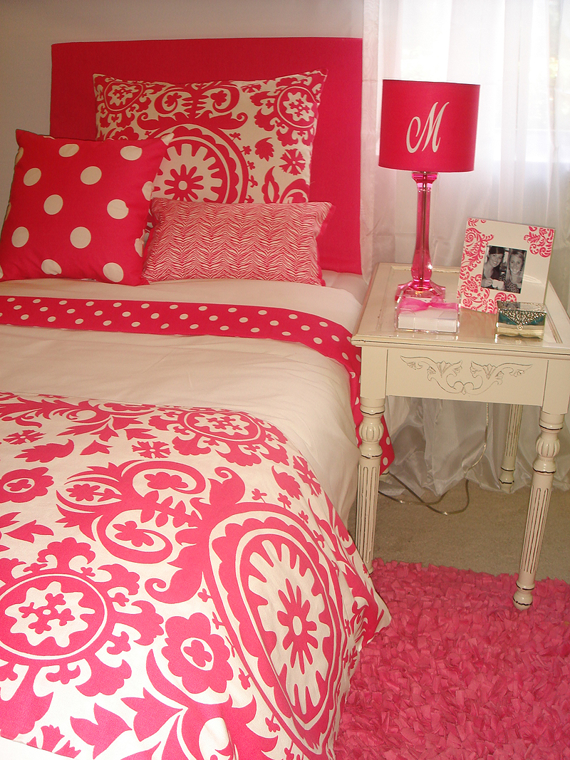 Hot Pink Bedroom: Carly The Prepster
