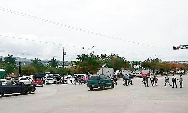 Protestan profesores de Tele Bachillerato por adeudo de 80 millones