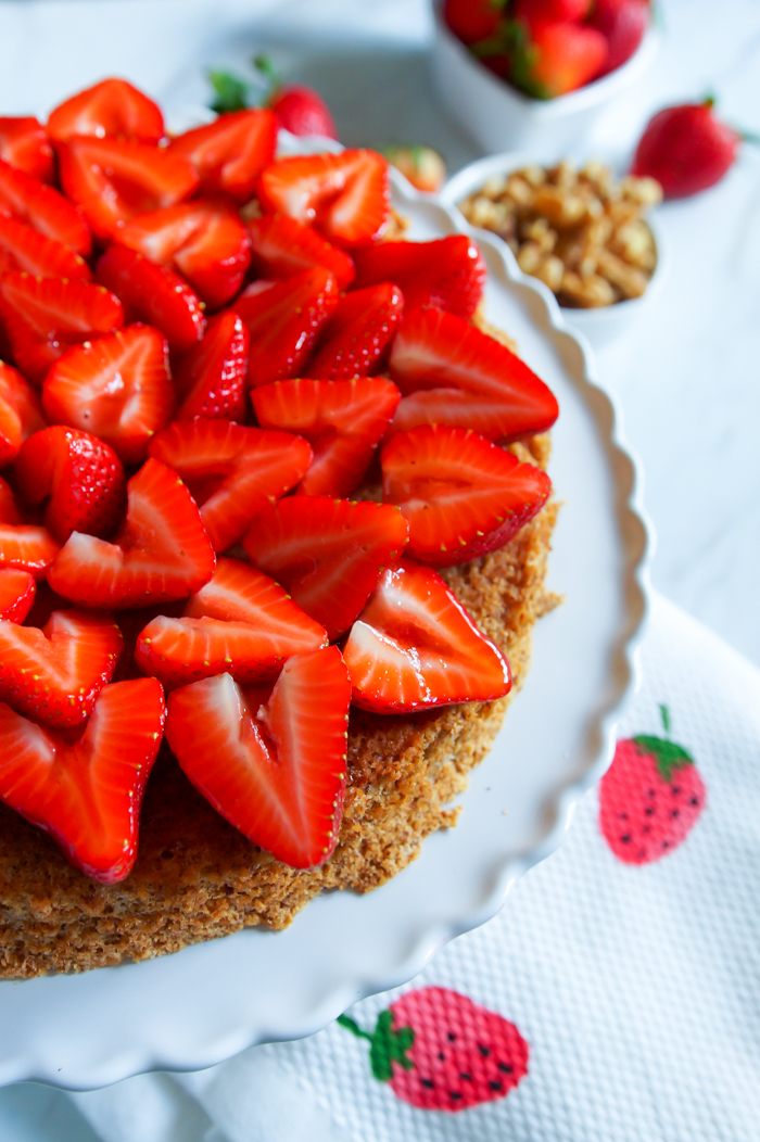 Walnut and Strawberry Torte : naturally gluten and dairy-free