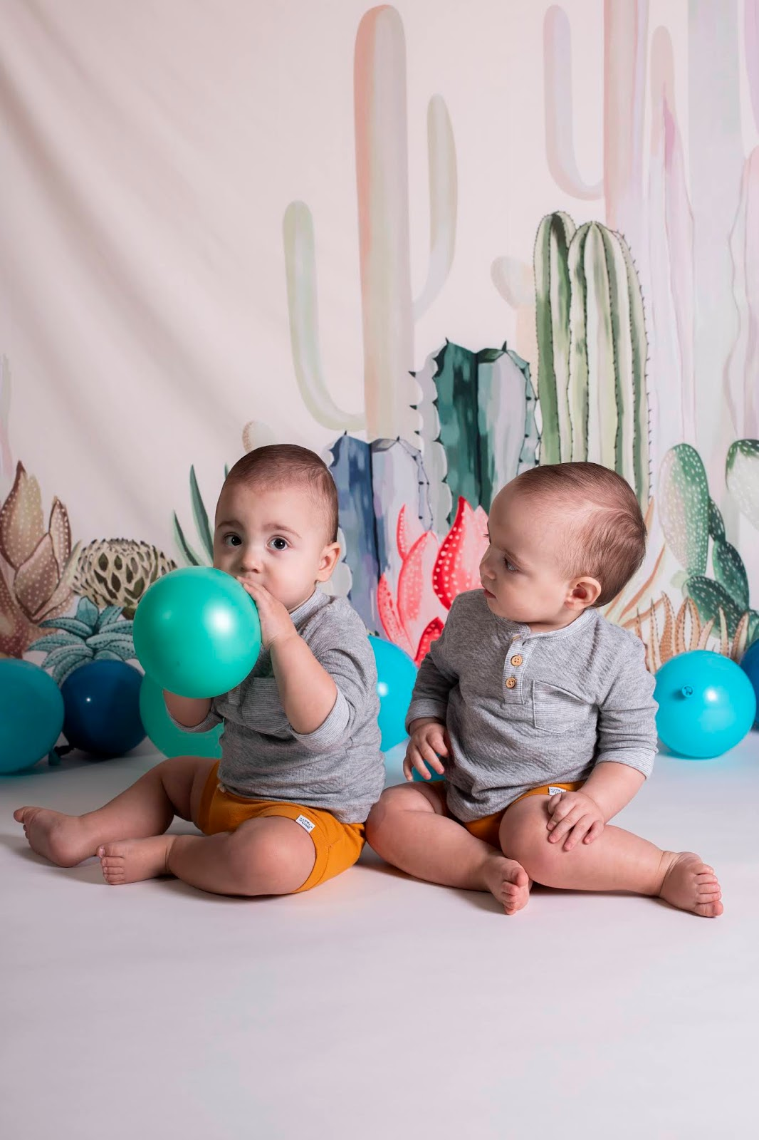 How to dress twins for birthday photos