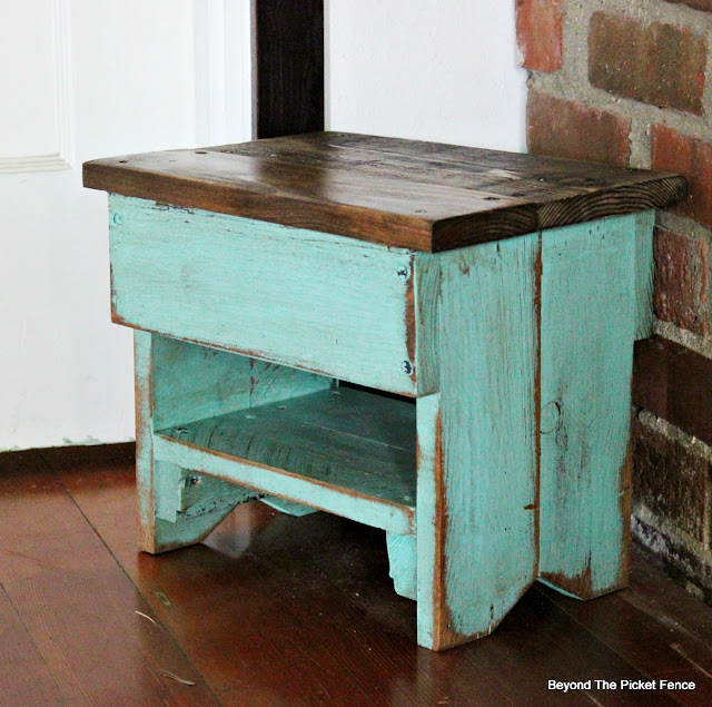 pallets, step stool, rustic, farmhouse stool, pallet buster, https://goo.gl/bs9kVq