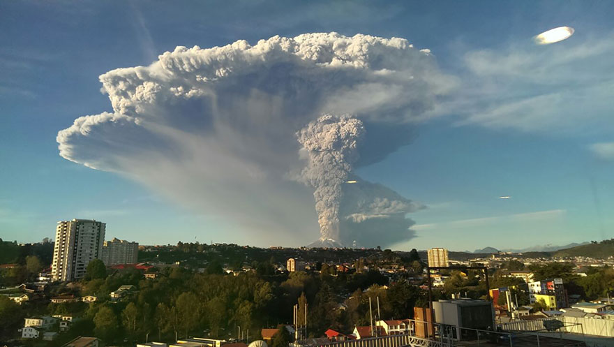 Breathtaking spectacular Photos Show Chile's Calbuco Volcano Erupting 2015 april HD